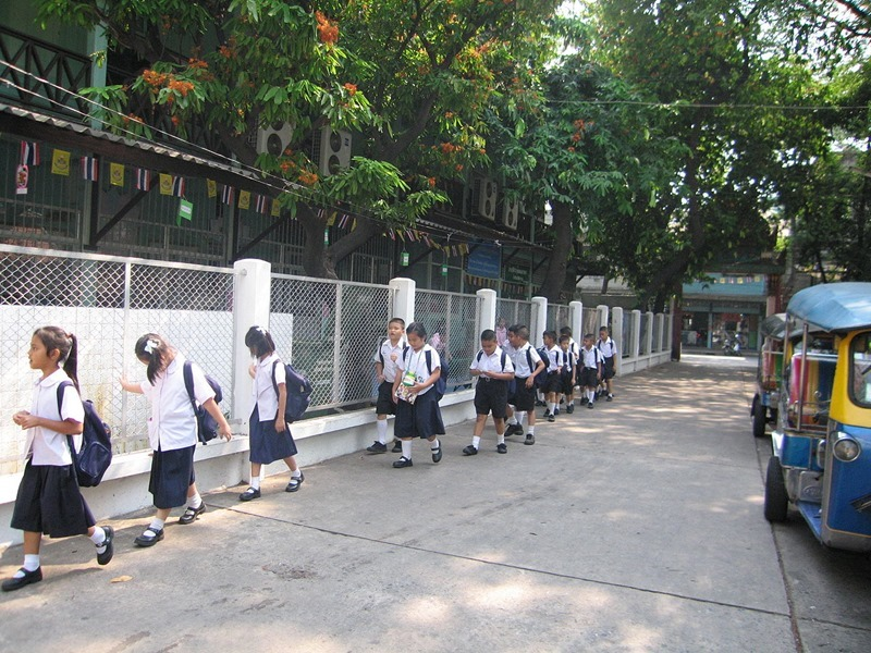 1280px-Thai_Students