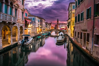 canals-of-venice-at-dusk_800